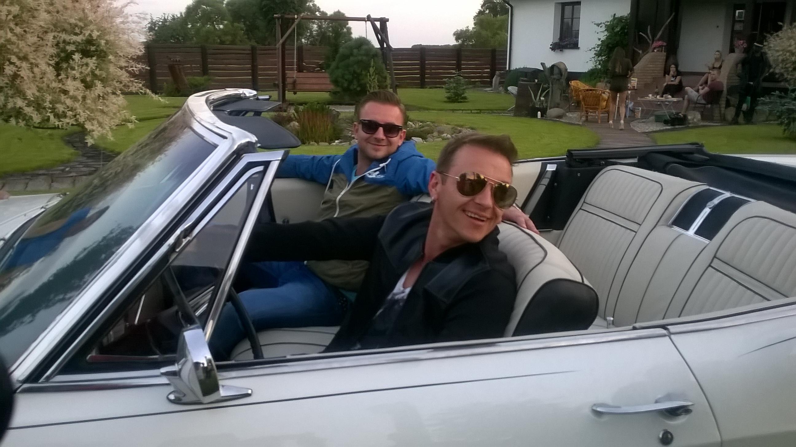 Auto z teledysku Weekend