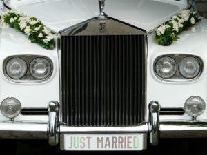Klasyczne auto na ślub